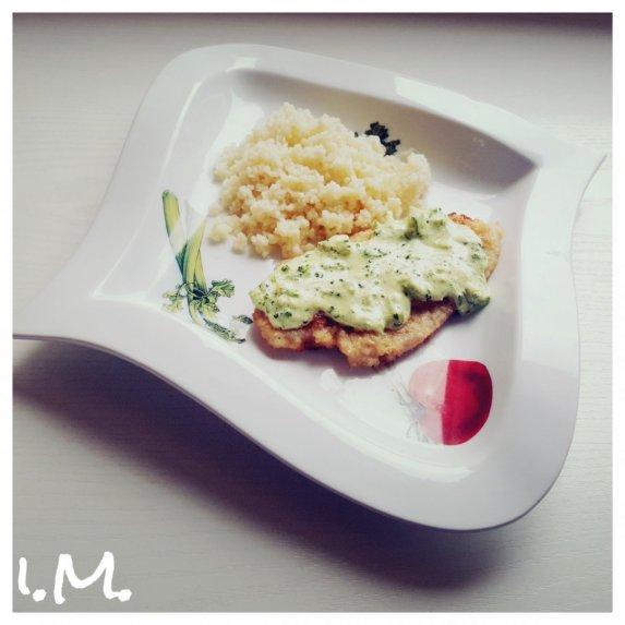 Vištienos kepsneliai su brokolių ir sūrio padažu