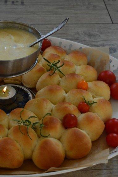 Sūrio fondiu su bandelėmis