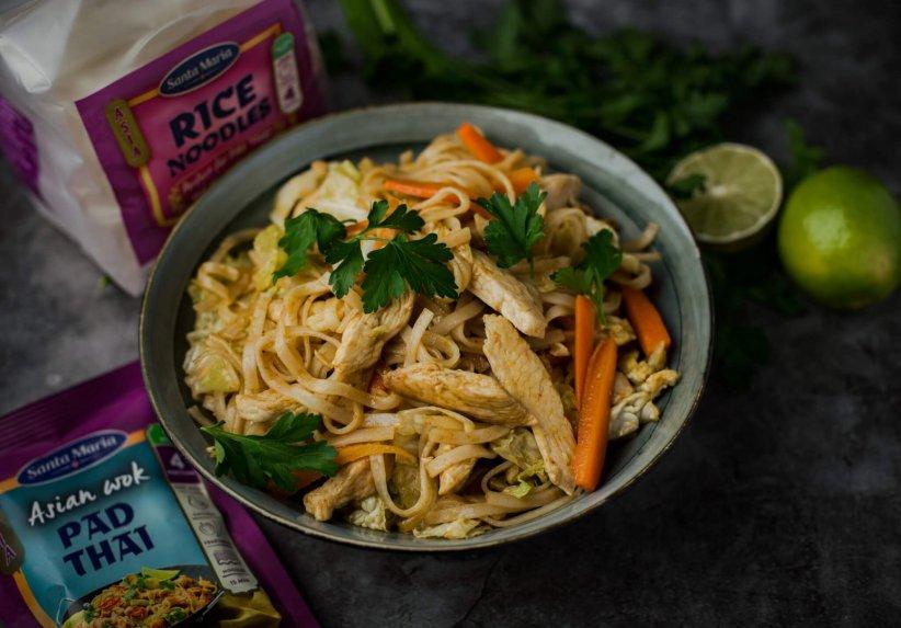 """Vištienos, daržovių ir ryžių makaronų """"Pad Thai"""""""