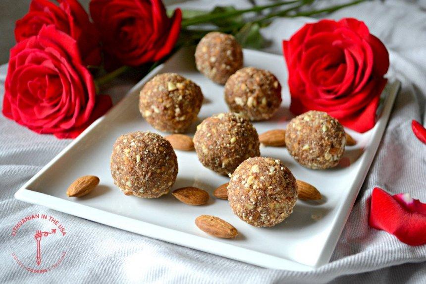 Karameliniai sausainių rutuliukai - tik 3 ingredientai