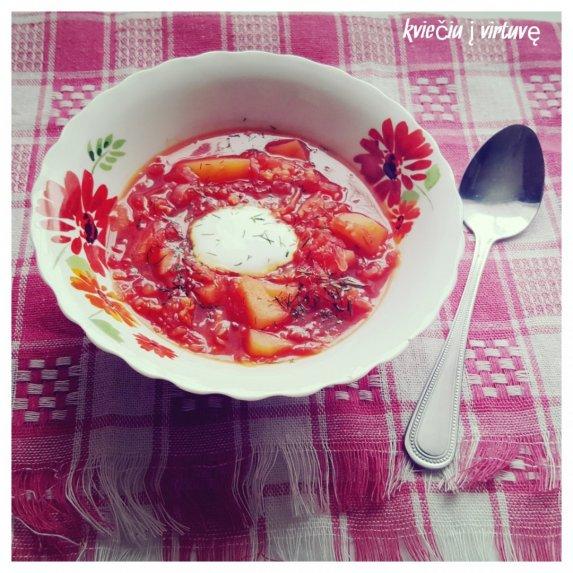 Burokėlių sriuba su miežinėmis kruopomis ir raugintais kopūstais