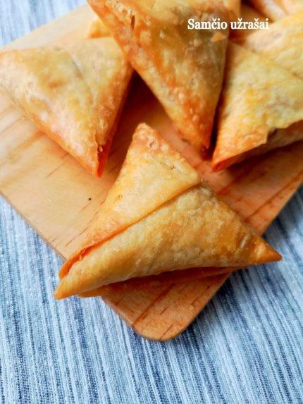 Indiški pyragėliai Samosa su bulvėmis