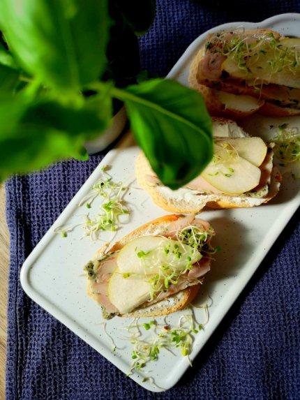 Sumuštiniai su vištiena, kreminiu sūriu ir kriaušėmis