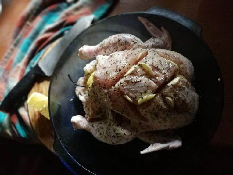 Sviestinis sūryme marinuotas viščiukas orkaitėje