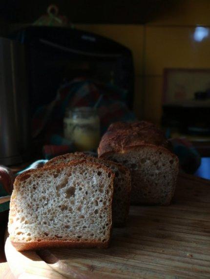 Puri šviesi naminė duona