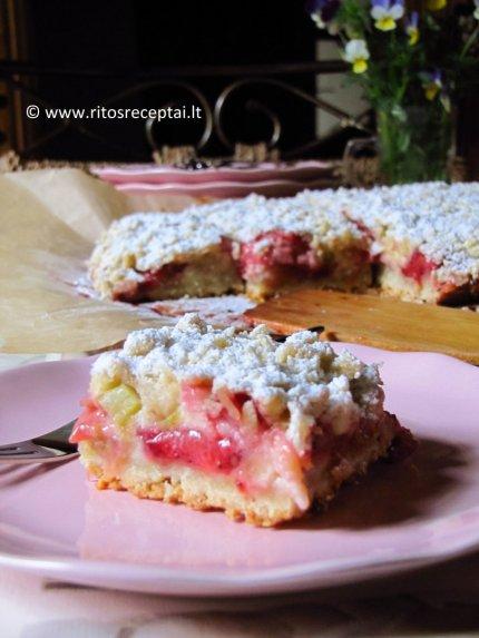 Trupininis rabarbarų ir braškių pyragas