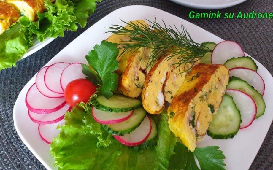 Sotus omleto vyniotinis su sūriu ir mėsyte