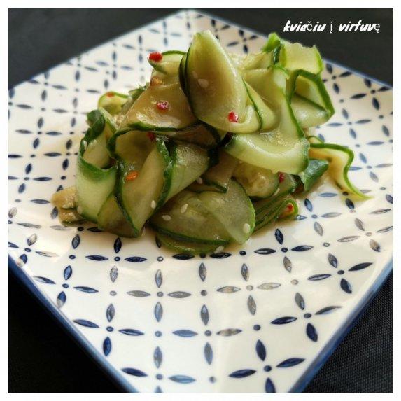 Japoniškos agurkų salotos