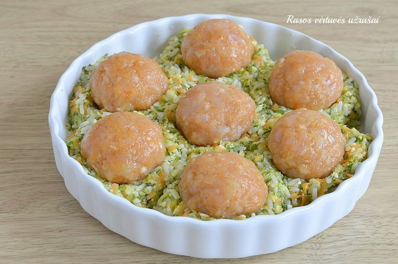 Cukinijų apkepas su ryžiais ir mėsos kukuliais
