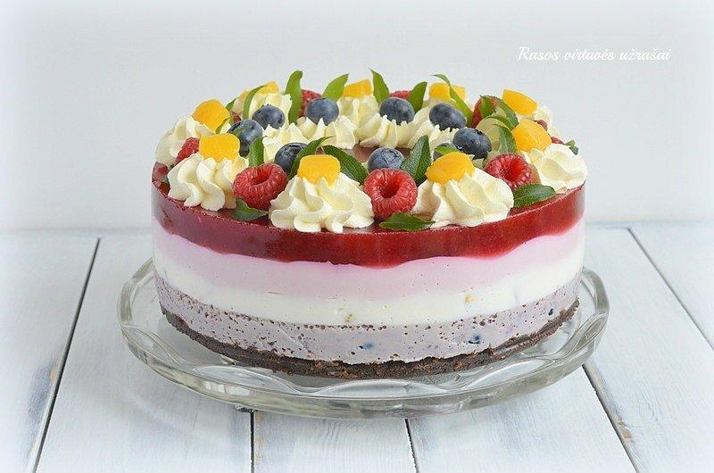 Varškinis želė tortas su uogomis