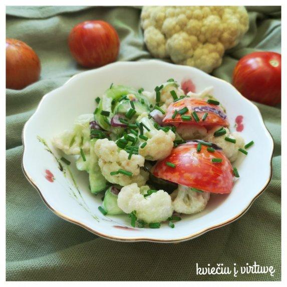 Traškios žiedinių kopūstų salotos