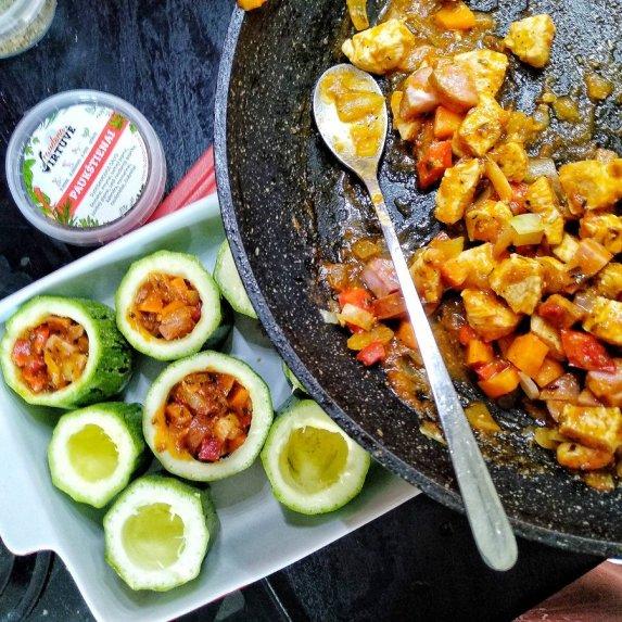 Cukinijų šulinėliai su vištiena