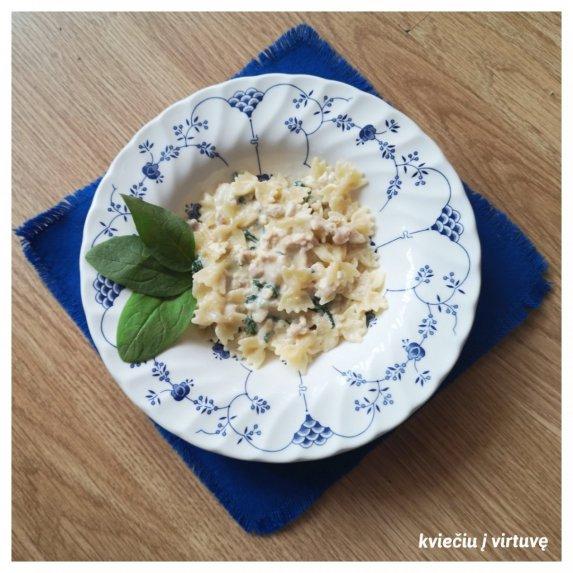 Makaronai su kreminiu vištienos ir špinatų padažu