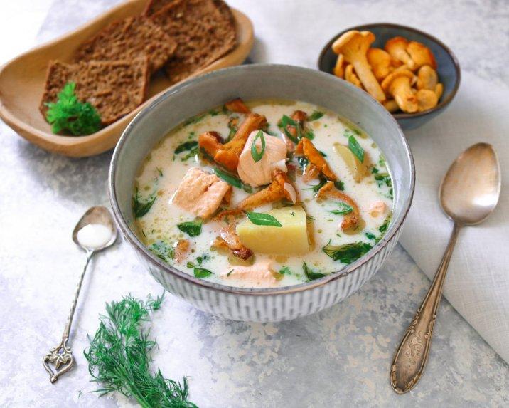 Suomiška lašišos sriuba su bulvėmis ir voveraitėmis