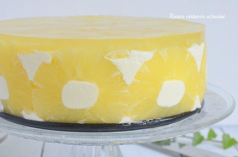 Nekeptas jogurtinis tortas su konservuotais ananasais