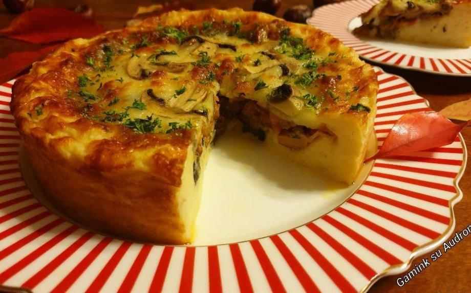 Bulvių pyragas su daržovėmis, grybais ir sūriu