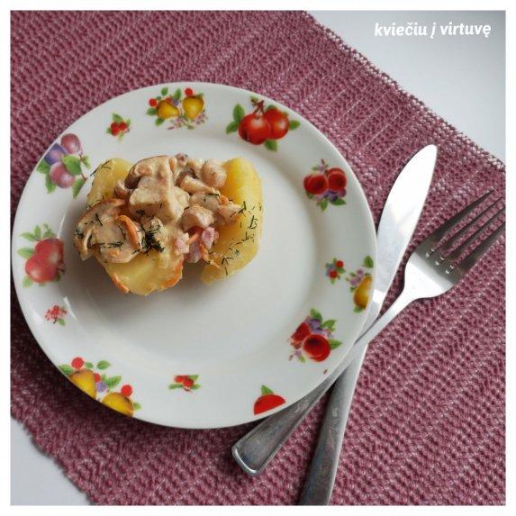 Bulvės su grybų ir spirgučių padažu