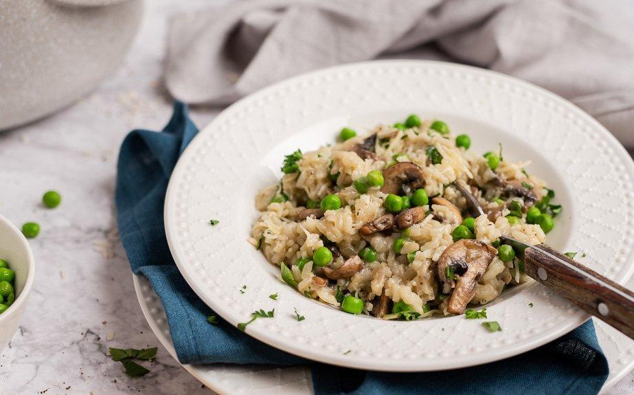 Greitas ryžių troškinys su pievagrybiais ir sūriu