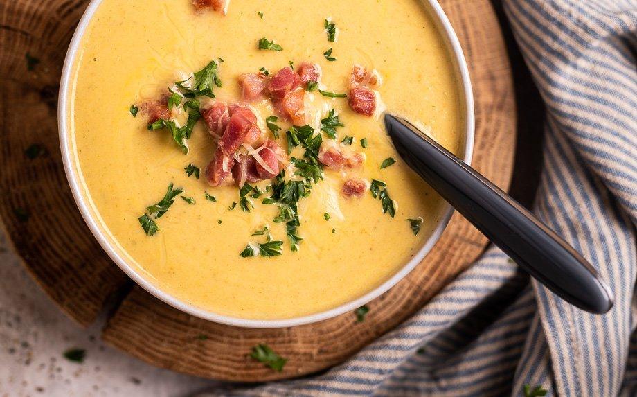Trinta žiedinių kopūstų sriuba su sūriu ir šonine