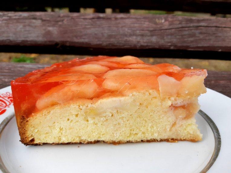 Obuolių pyragas su želė
