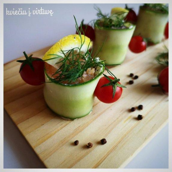 Lašišos ir agurkų suktinukai