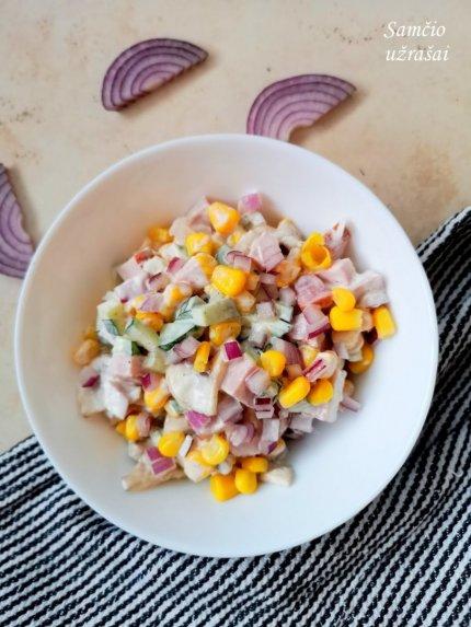Greitos pievagrybių salotos su kumpiu ir kukurūzais