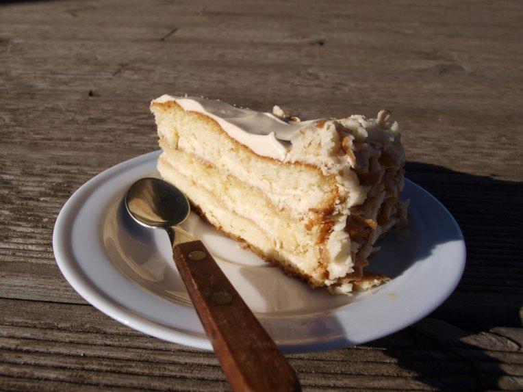 Tortas su karameliniu maskarponės kremu