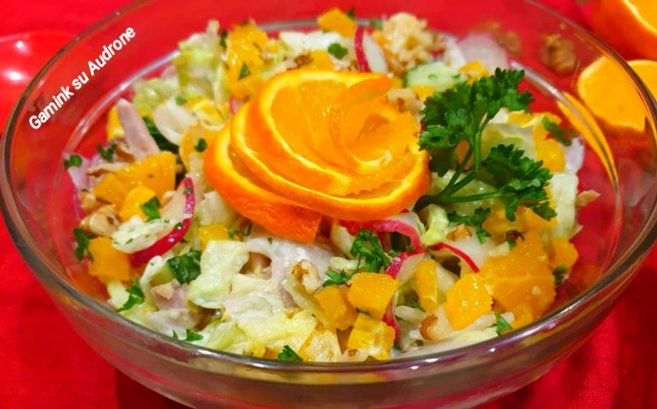 Gaivios vištienos salotos su apelsinais