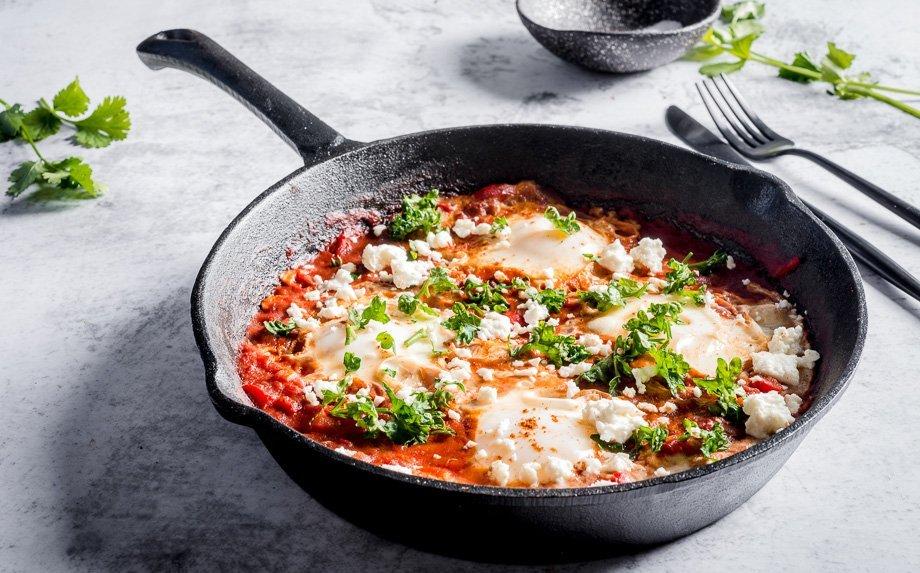 Pomidorinė šakšuka su fetos sūriu