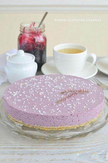 Nekeptas varškės pyragas su uogiene