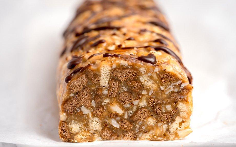 Karamelinis tinginys su Karvutės saldainiais ir riešutais