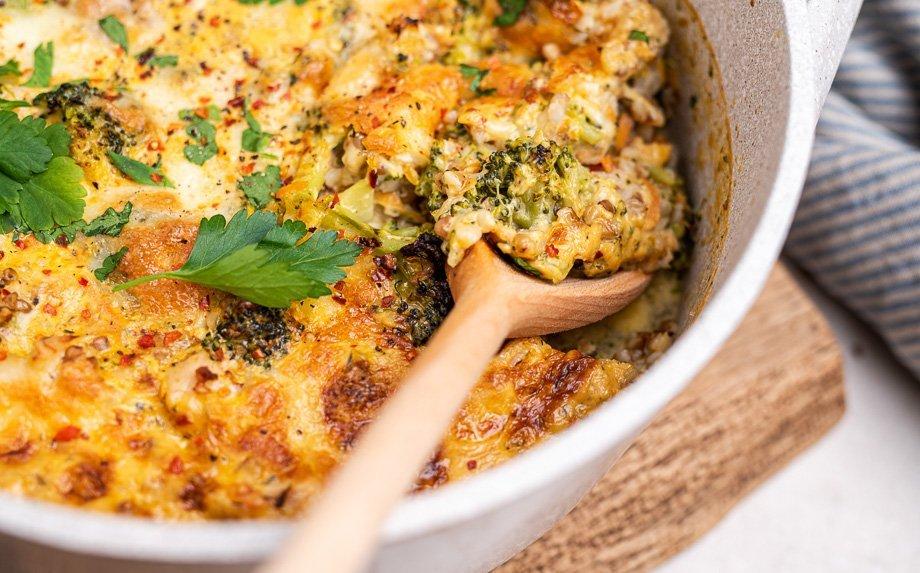 Grikių apkepas su vištiena ir brokoliais