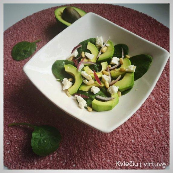 Špinatų ir avokadų salotos