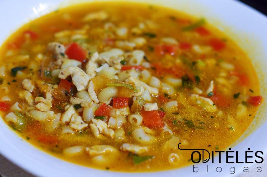Sriuba su mėsyte, makaronais ir daržovėmis