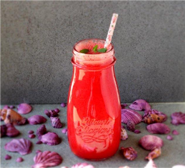 Gaivus arbūzo kokteilis