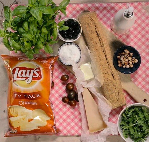 Sotūs sumuštiniai su naminiu pesto ir Lay's traškučiais