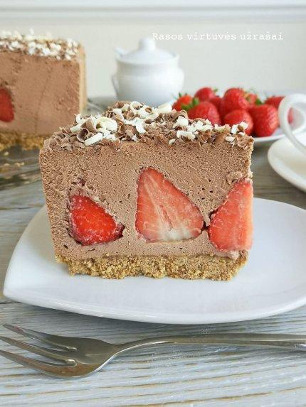 Nekeptas šokoladinis varškės tortas