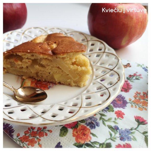 Obuolių pyragas su kefyru