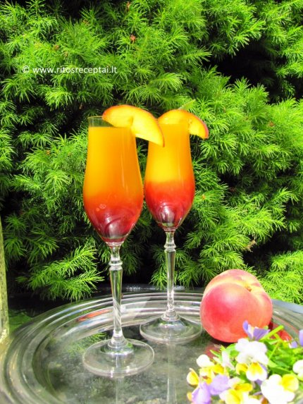 Persikų ir aviečių kokteilis