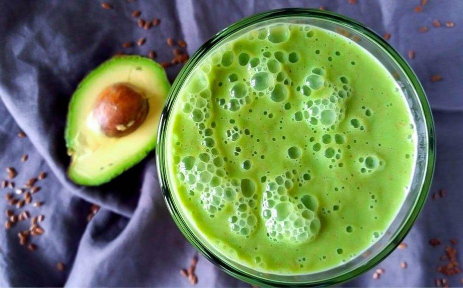Žaliasis avokadų ir agurkų kokteilis