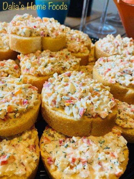 Pikantiški krabų lazdelių sumuštiniai