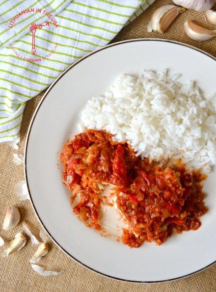 Troškinta menkė su pomidorais ispaniškai