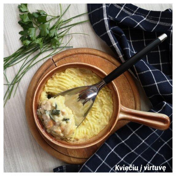 Vištienos ir daržovių apkepas su bulvių kepure