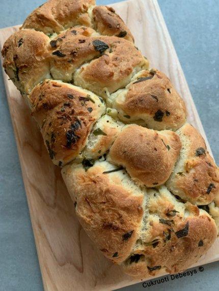 Plėšoma česnakinė duonelė