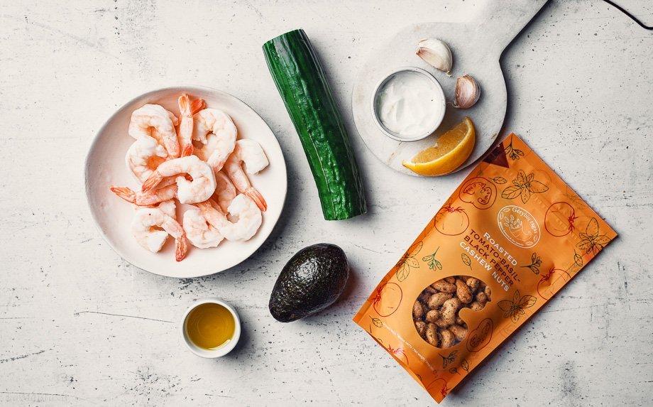 Agurkų kąsneliai su avokadu ir krevetėmis