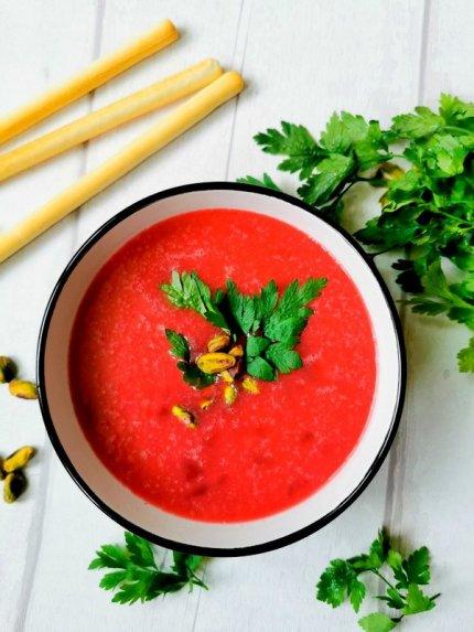 Burokėlių ir pistacijų sriuba
