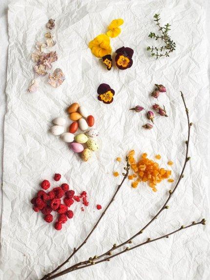 Velykinė boba su rožėmis ir apelsinais