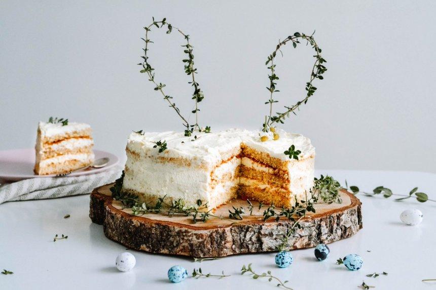 Citrusinis gaivus nuogas Velykų tortas