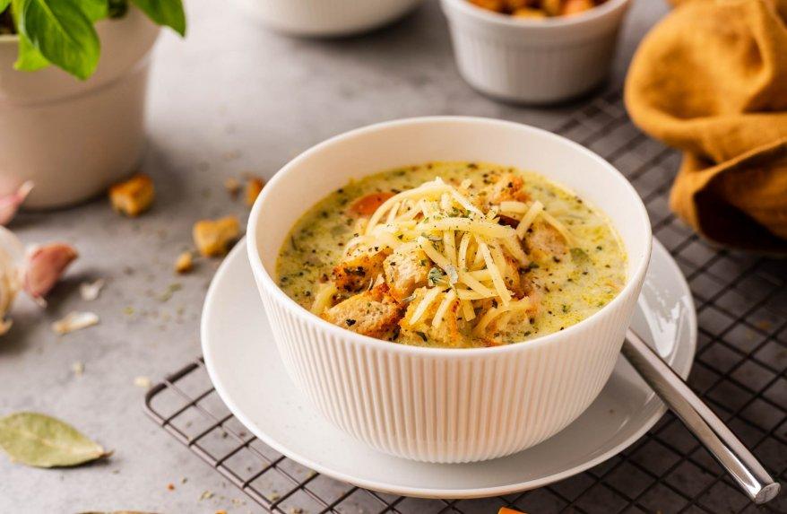 Tiršta vištienos ir brokolių sriuba