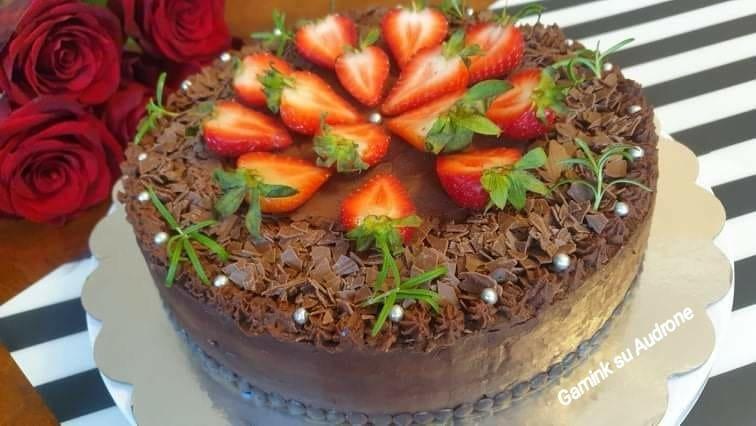 Šokoladinis tortas su varškės kremu